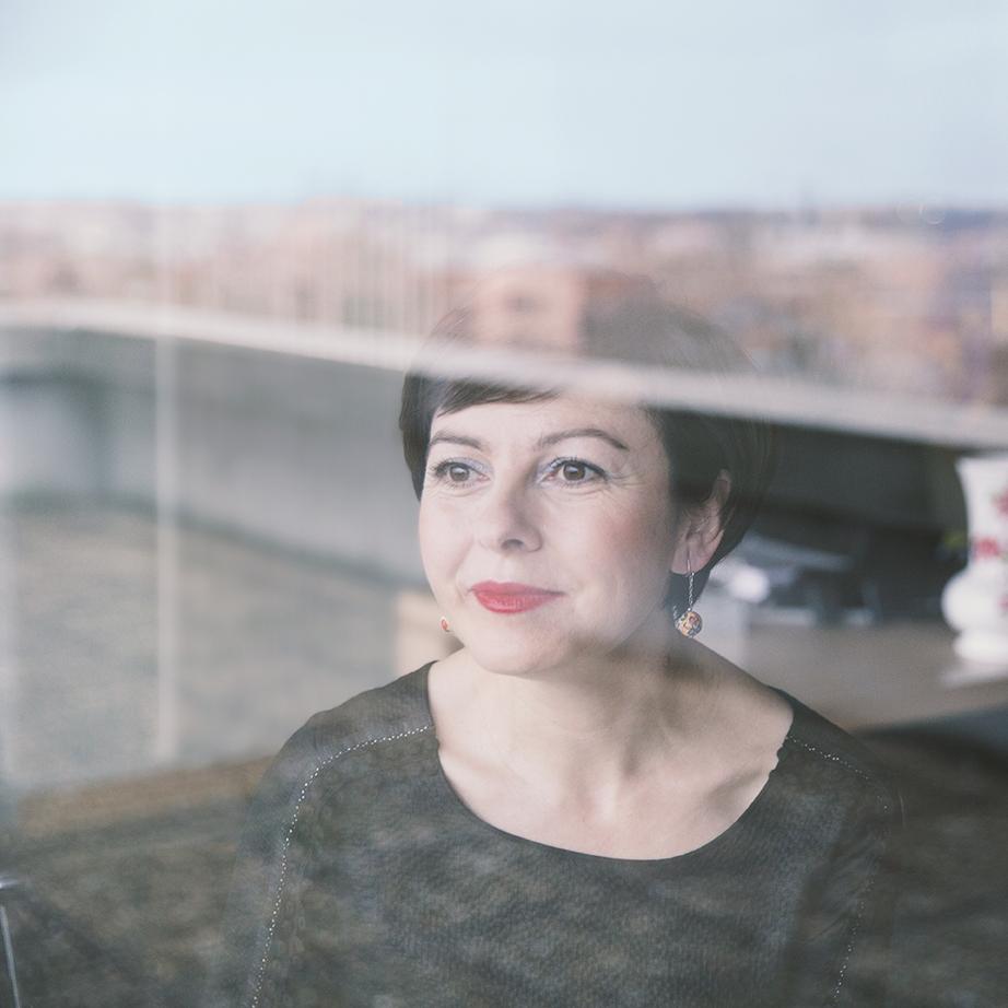 Carole DelgaB